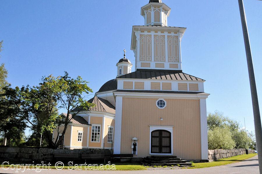 Alaveteli-In Finland bell towers are mainly separated from churches / En Finlandia campanarios son generalmentemente separados de iglesias / Dans Finlande les clochers sont généralement séparés des églises