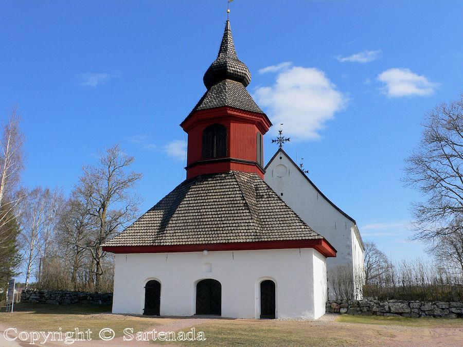 Askainen-In Finland bell towers are mainly separated from churches / En Finlandia campanarios son generalmentemente separados de iglesias / Dans Finlande les clochers sont généralement séparés des églises