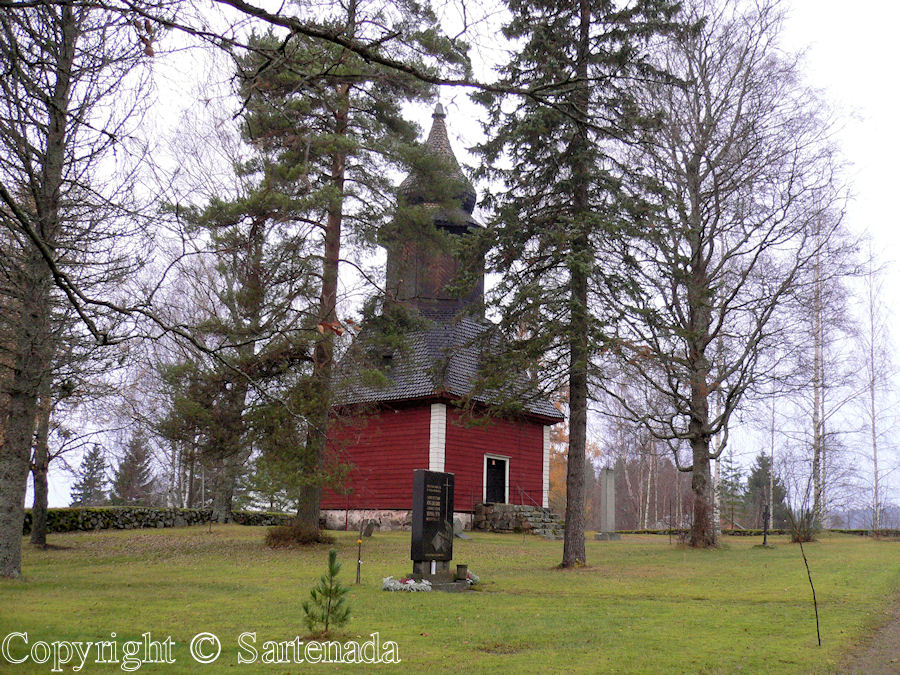 Askola-In Finland bell towers are mainly separated from churches / En Finlandia campanarios son generalmentemente separados de iglesias / Dans Finlande les clochers sont généralement séparés des églises