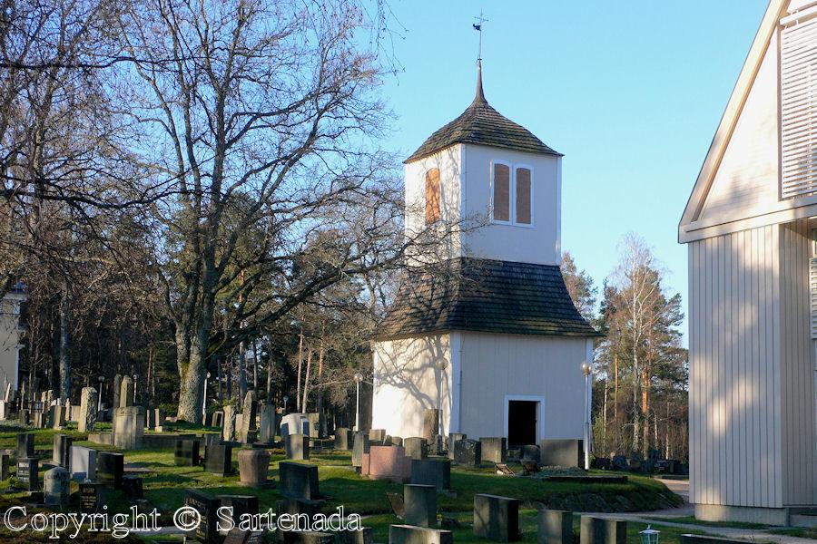 Bromarv-In Finland bell towers are mainly separated from churches / En Finlandia campanarios son generalmentemente separados de iglesias / Dans Finlande les clochers sont généralement séparés des églises