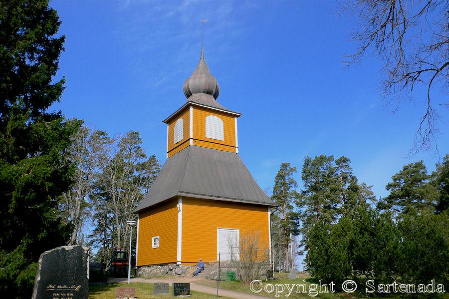 Dragsfjard-In Finland bell towers are mainly separated from churches / En Finlandia campanarios son generalmentemente separados de iglesias / Dans Finlande les clochers sont généralement séparés des églises