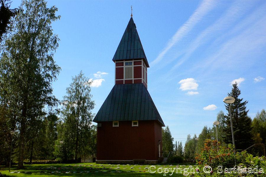 Eno-In Finland bell towers are mainly separated from churches / En Finlandia campanarios son generalmentemente separados de iglesias / Dans Finlande les clochers sont généralement séparés des églises