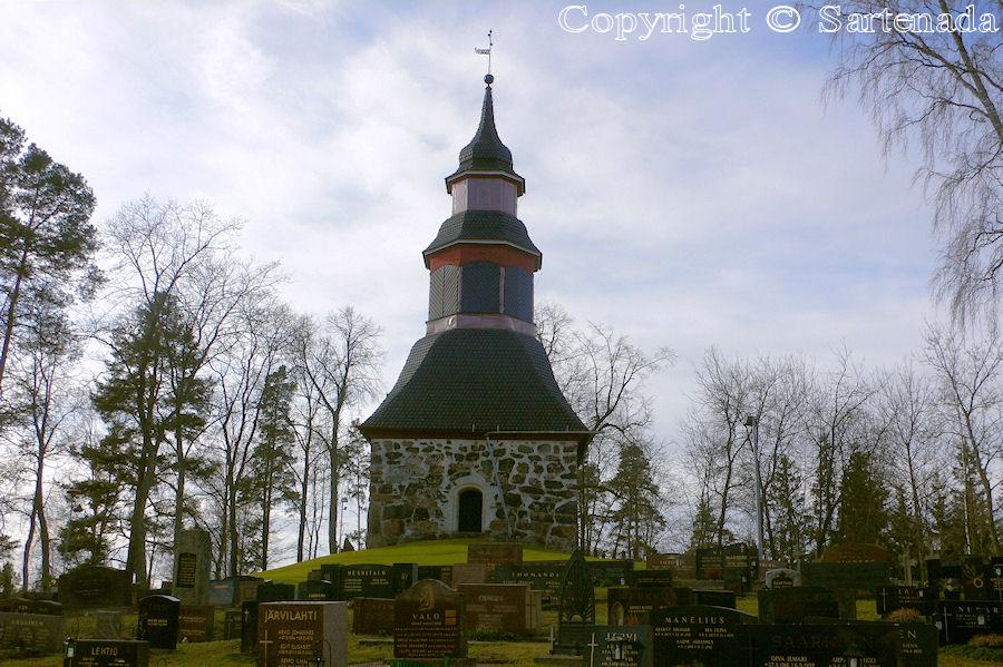 Halikko-In Finland bell towers are mainly separated from churches / En Finlandia campanarios son generalmentemente separados de iglesias / Dans Finlande les clochers sont généralement séparés des églises
