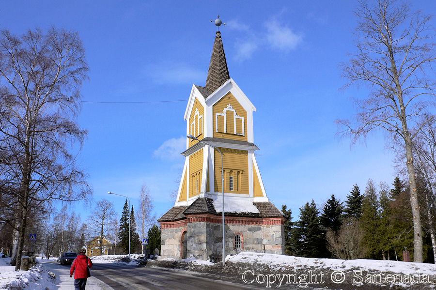 Ikaalinen-In Finland bell towers are mainly separated from churches / En Finlandia campanarios son generalmentemente separados de iglesias / Dans Finlande les clochers sont généralement séparés des églises