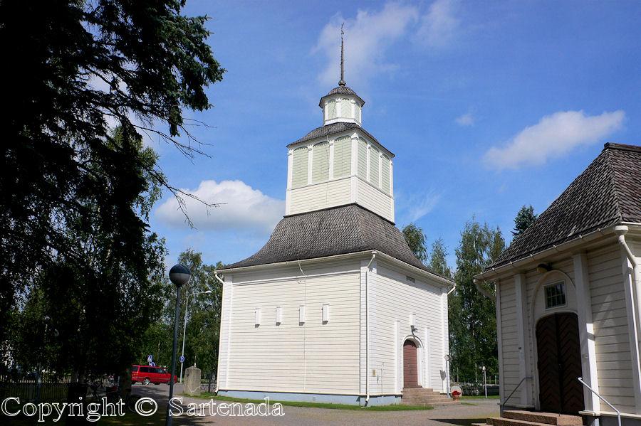Ilmajoki-In Finland bell towers are mainly separated from churches / En Finlandia campanarios son generalmentemente separados de iglesias / Dans Finlande les clochers sont généralement séparés des églises