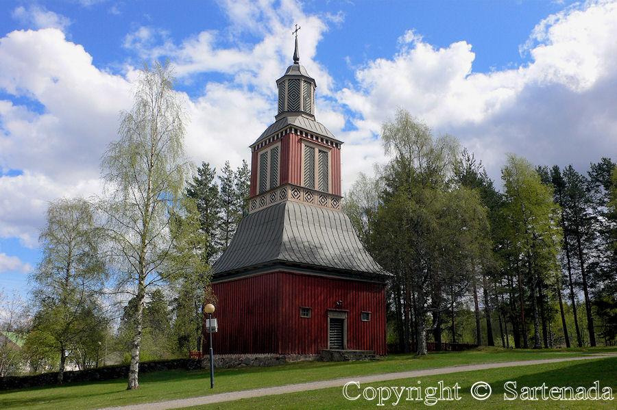 Ilomantsi Lutheran-In Finland bell towers are mainly separated from churches / En Finlandia campanarios son generalmentemente separados de iglesias / Dans Finlande les clochers sont généralement séparés des églises