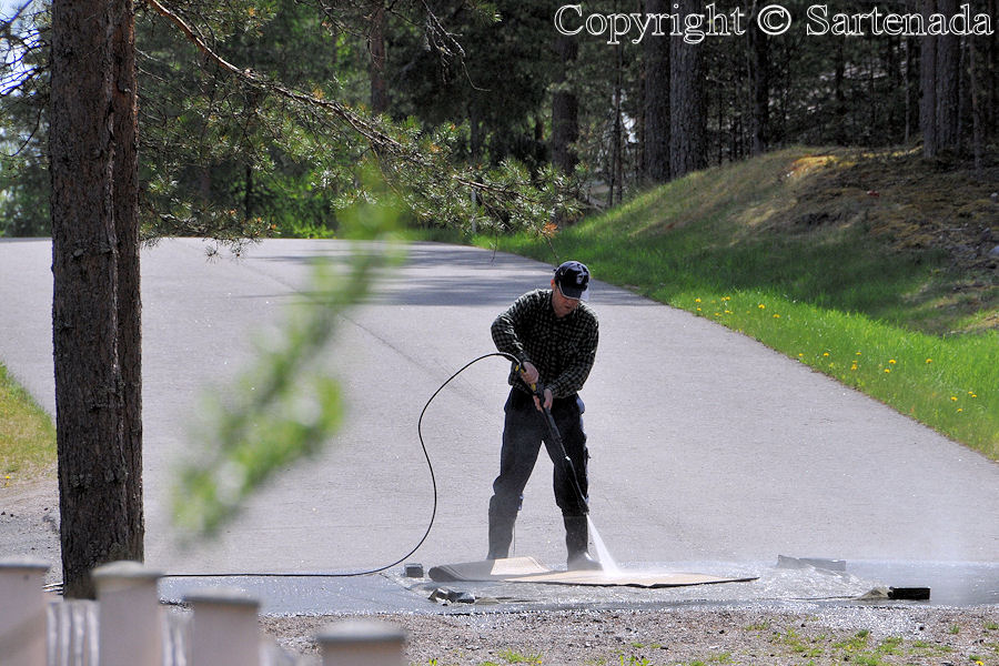 Carpets can be washed on roads too!