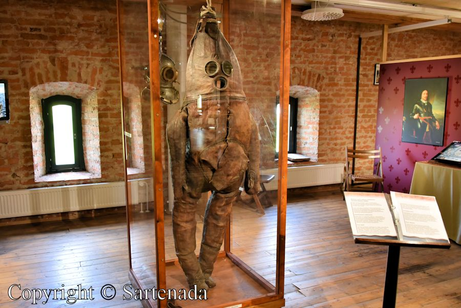 Alien from outer space? No, World's oldest surviving diving suit in Raahe, Finland