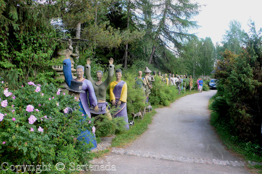 Crazy statues in Parikkala