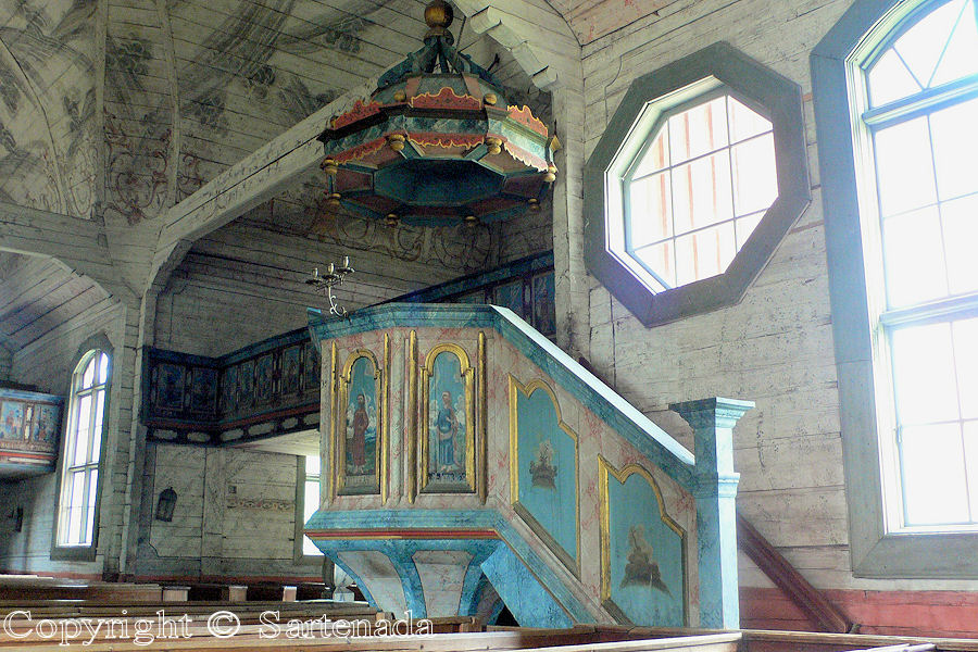 Comparing pulpits / Comparando púlpitos / Comparant chaires