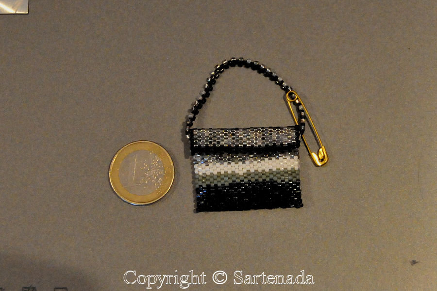 Very small handbag from beads