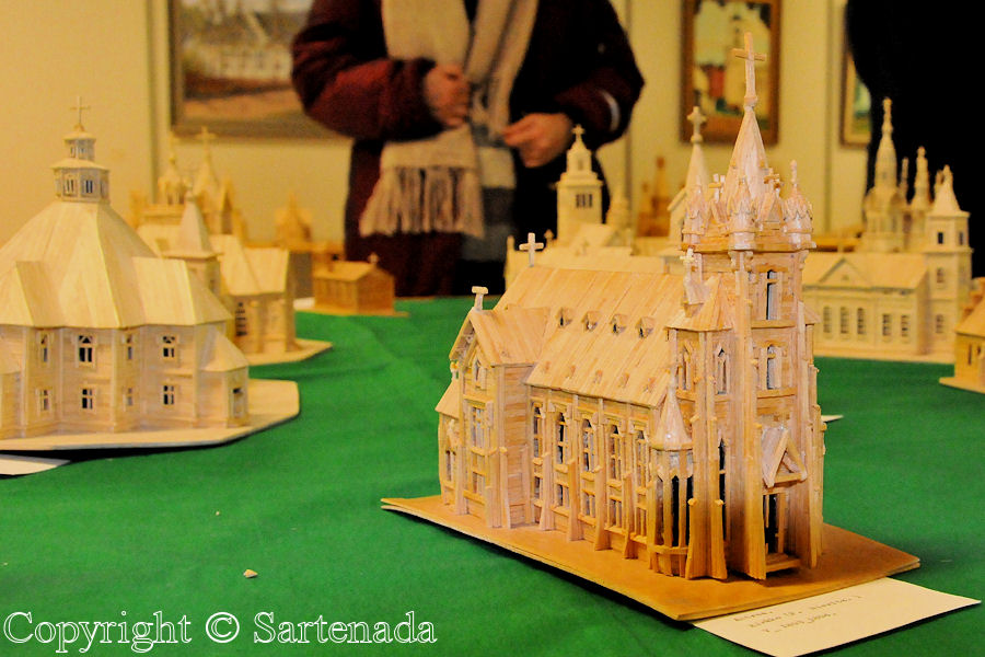 Church scale models from matches / Iglesias de maquetas de fósforos / Èglises maquettes d'allumettes