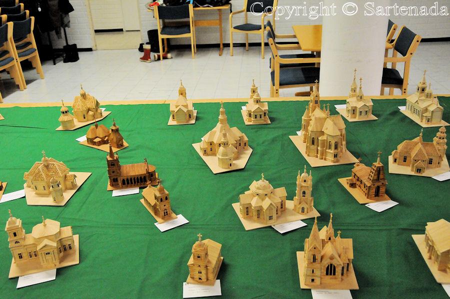 Church scale models from matches / Iglesias de maquetas de fósforos / Èglises maquettes d'allumettes