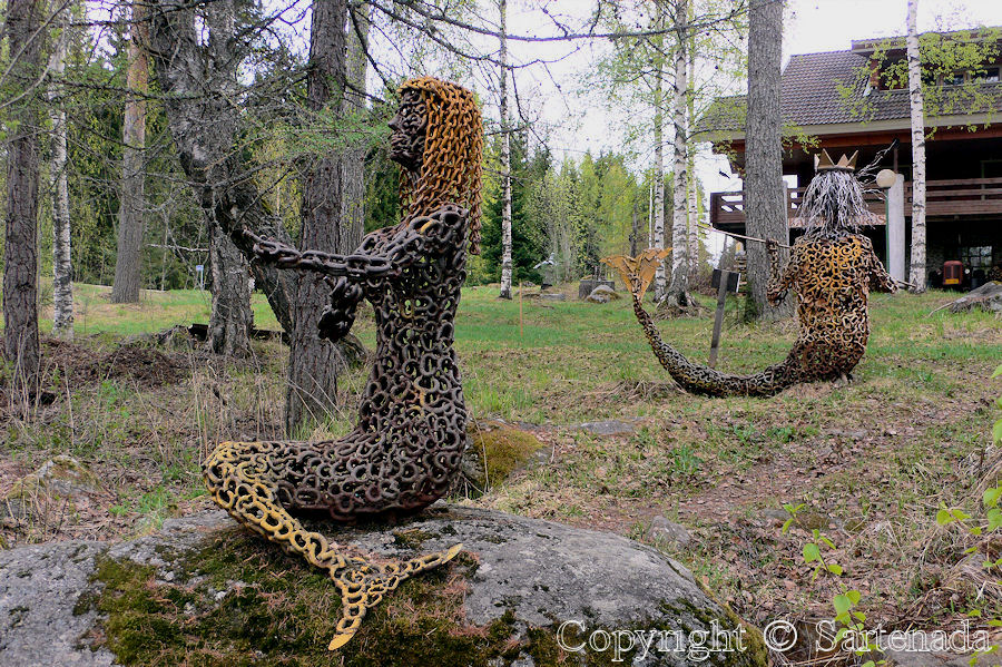 Art made from plates, chains and bolts / Arte hecho de placas, cadenas y tornillos / l'art faite de plaques, chaînes et boulons