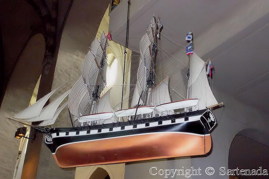 Ships inside churches / Barcos dentro de iglesias / Bateaux dans les églises
