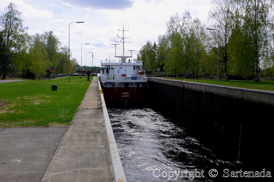 Ship passing in Tapale canal