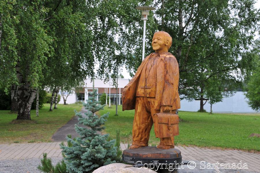 Carved Wooden Bears In Finland / Osos Tallados En Madera En Finlandia /  Ours En Bois