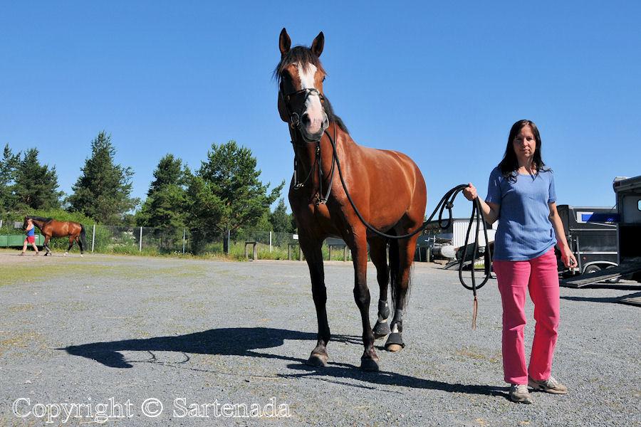 Milla is training Tara / Milla entrenando Tara / Milla s'entraîne avec Tara