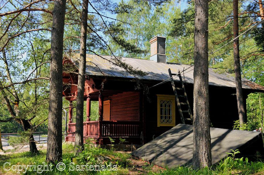 Imperial Fishing Lodge / Logia Imperial de Pesca / Loge Impérial de Pêche
