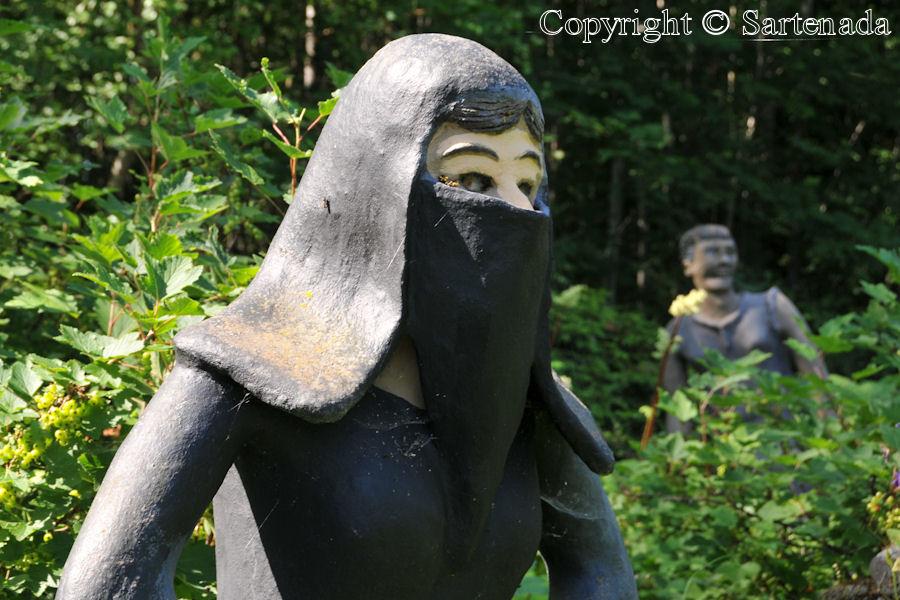 Wacky statues / Estatuas tontas / Statues drôles