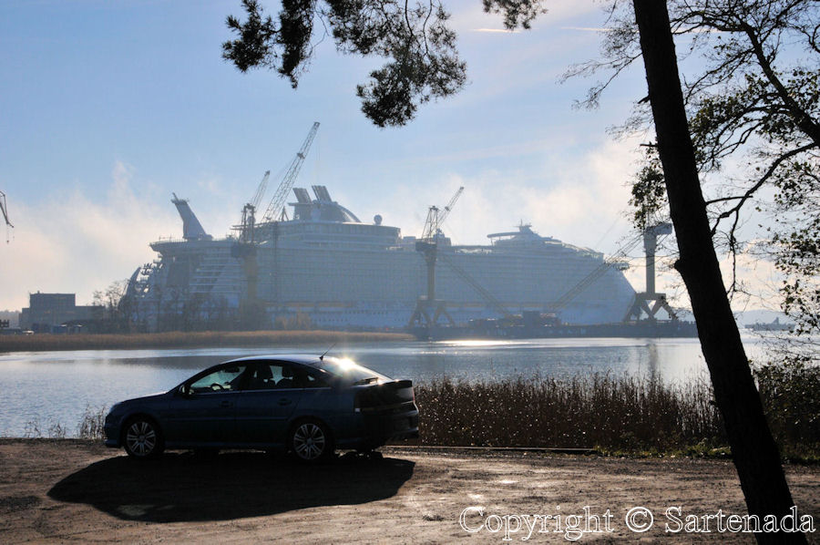Allure of the Seas (world's largest cruise ship with 97.000 kW) and my Vectra OPC V6 turbo 2.8 liter turbo with 206 kw. LOL.