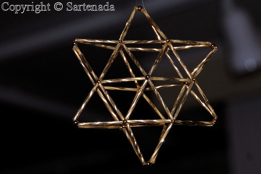 Christmas_Star_Beads_in 3D (three-dimensional)