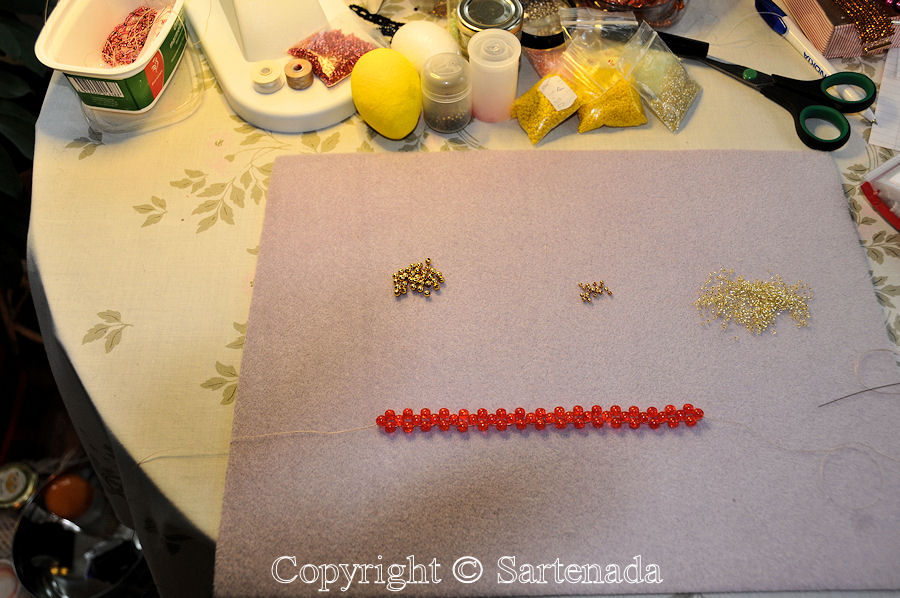 How to make a beaded bracelet? / ¿Cómo hacer una pulsera de abalorio? / Comment faire un bracelet en perles?