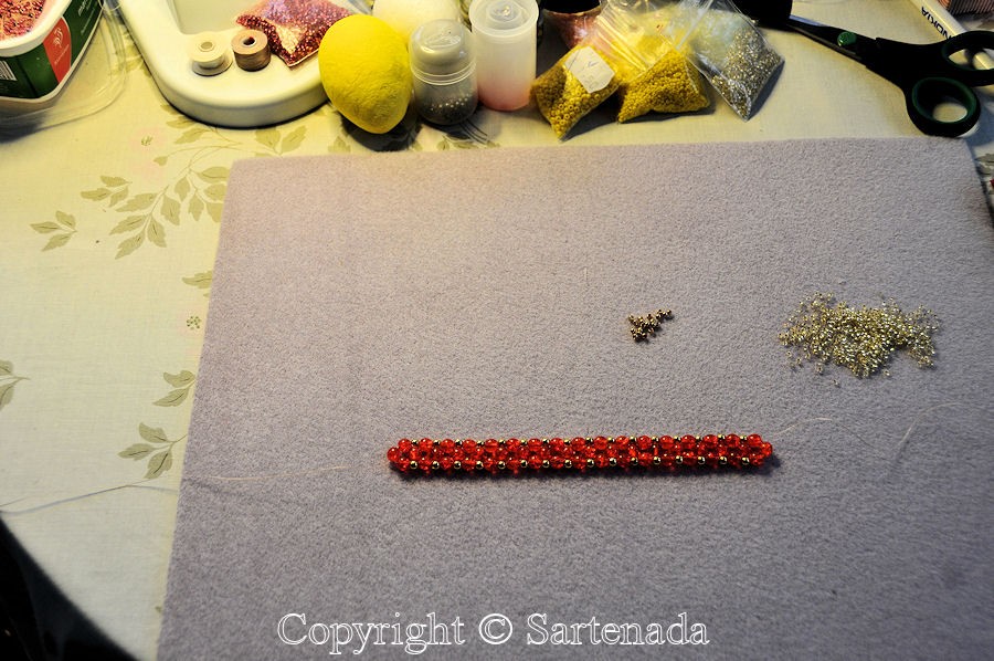 How to make a beaded bracelet? / ¿Cómo hacer una pulsera de abalorio? / Comment faire un bracelet en perles?