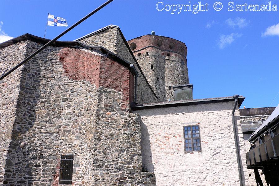 Medieval castle of Olavinlinna / Castillo medieval de Olavinlinna / Château médiéval de Olavinlinna