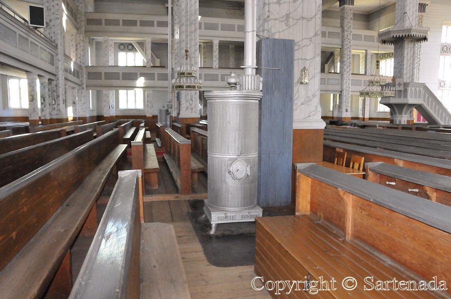 World's biggest wooden church / Iglesia de madera más grande del mundo / Plus grande église en bois du monde