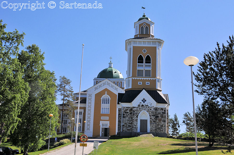 World's biggest wooden church / Iglesia de madera más grande del mundo / Plus grande église en bois du monde