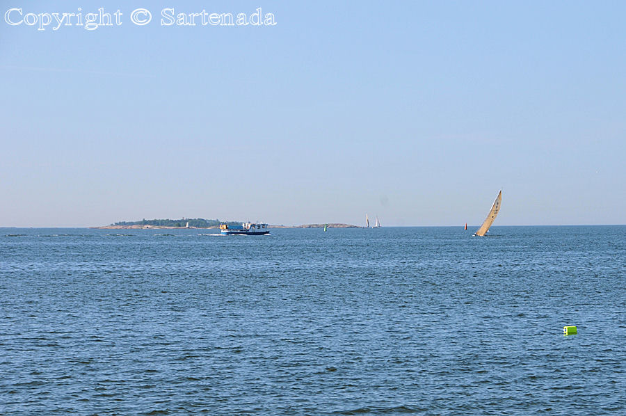 Seaside walk in Helsinki / Caminando por la costa de Helsinki / Marchant au bord de la mer á Helsinki