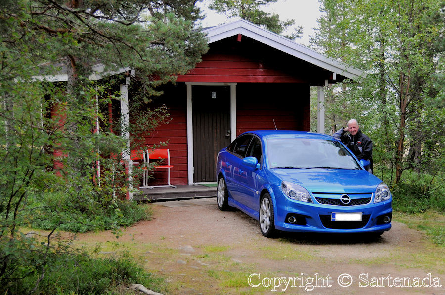 Uruniemi Camping in Inari. In photo me with my car before our cottage.
