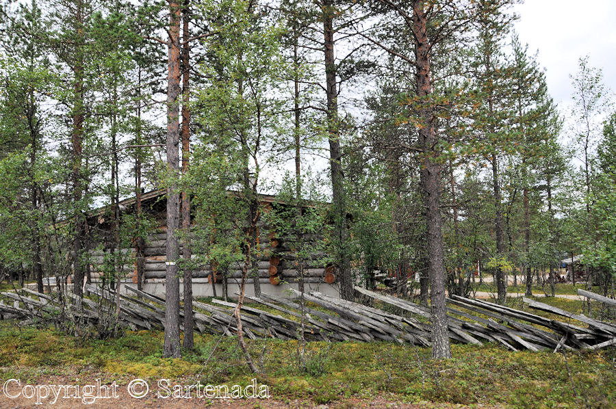 On the way to Kiilopää we saw some log cabins