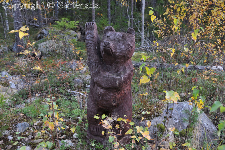 This nice carved fellow invites You for visit
