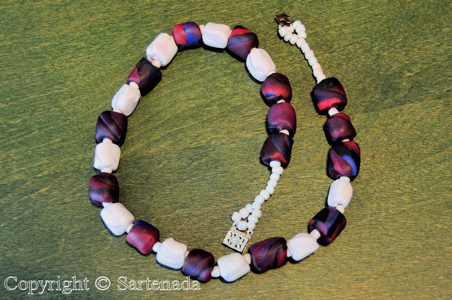 Beaded bracelets / Pulseras de abalorio / Braceletes en perles