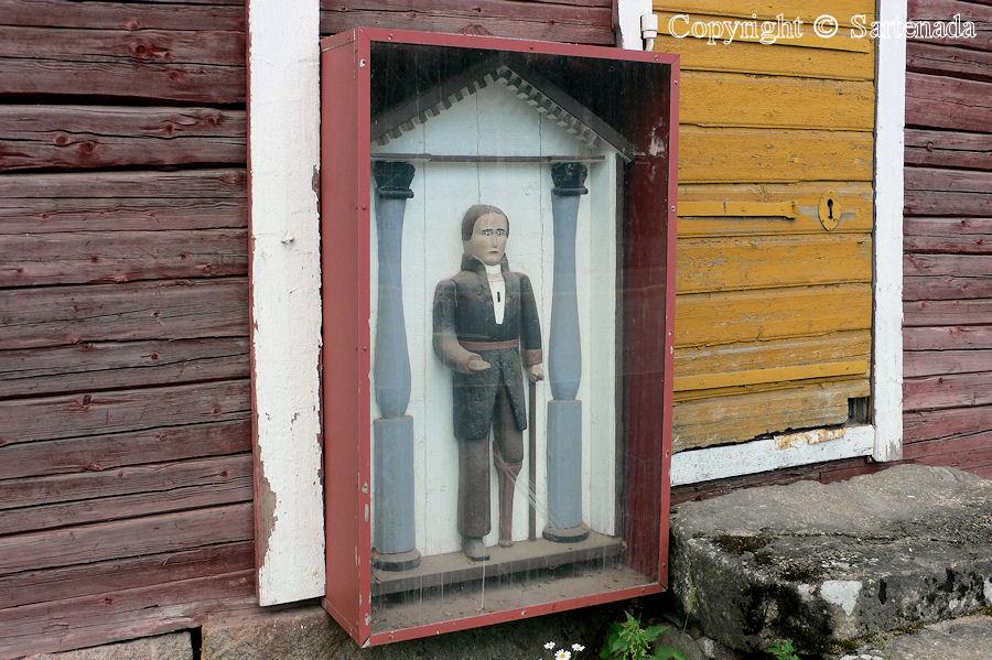 Alaharma - Poor man-statues / Estatuas de pobre hombre / Statues de Pauvre Homme