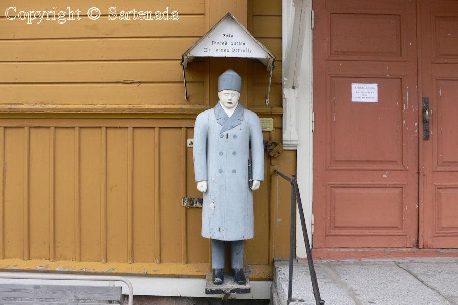 Himanka – Poor man-statues / Estatuas de pobre hombre / Statues de Pauvre Homme