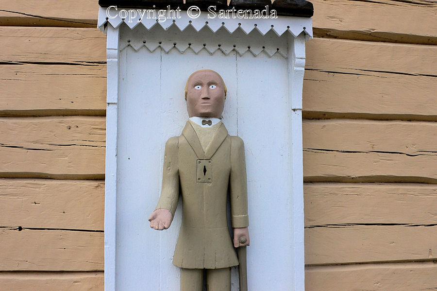 Juupajoki - Poor man-statues / Estatuas de pobre hombre / Statues de Pauvre Homme