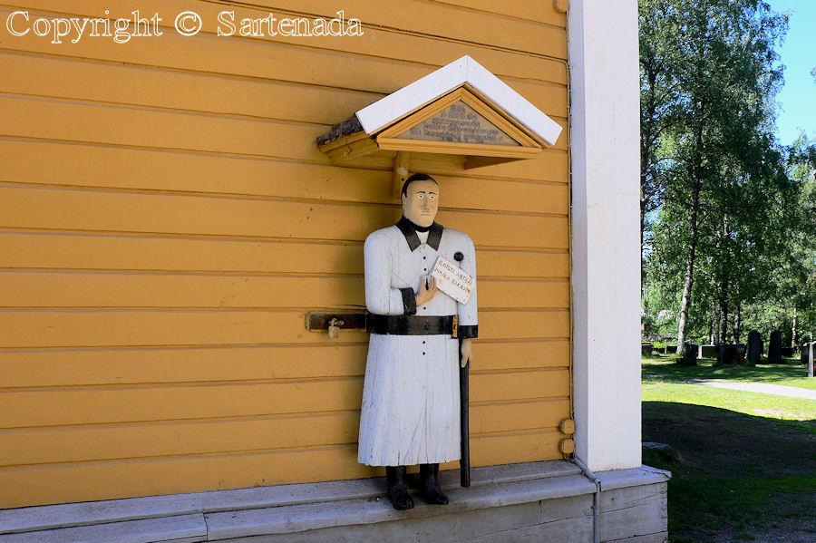 Kaustinen - Poor man-statues / Estatuas de pobre hombre / Statues de Pauvre Homme