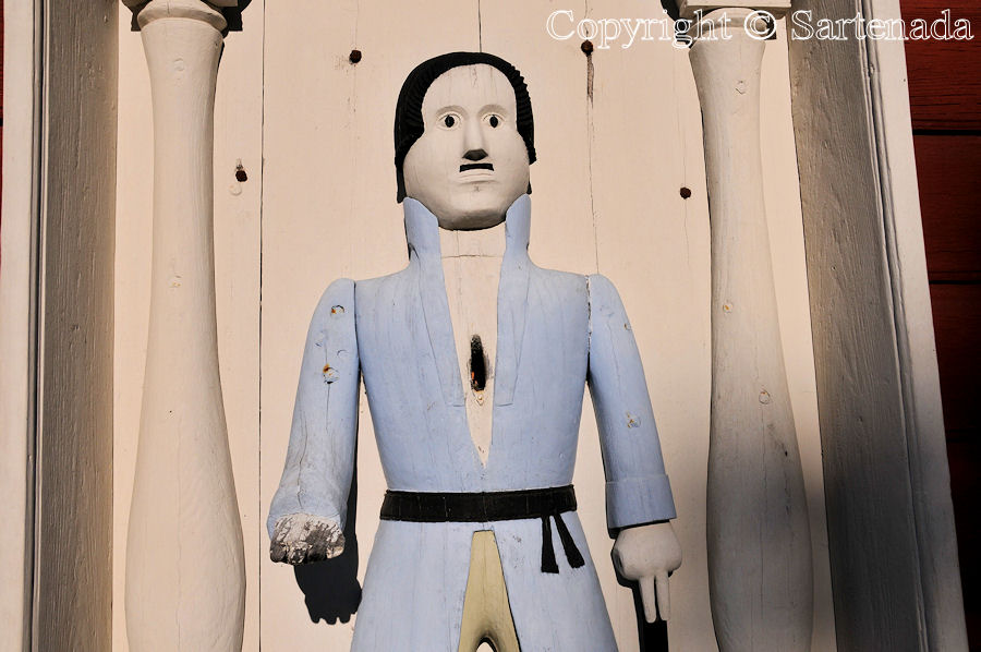 Kortesjärvi -– Poor man-statues / Estatuas de pobre hombre / Statues de Pauvre Homme