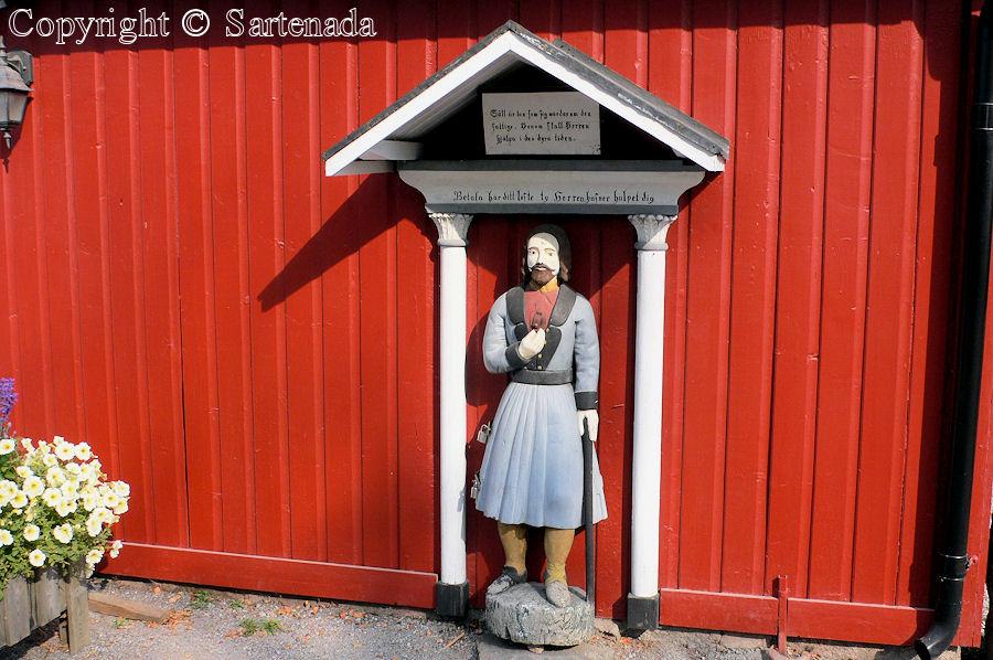 Larsmo - Poor man-statues / Estatuas de pobre hombre / Statues de Pauvre Homme