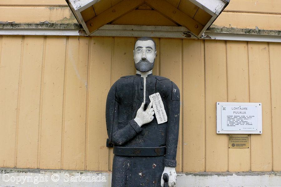 Lohtaja - Poor-man statues / Estatuas de pobre hombre / Statues de Pauvre Homme