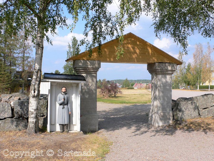 Oravainen - Poor man-statues / Estatuas de pobre hombre / Statues de Pauvre Homme