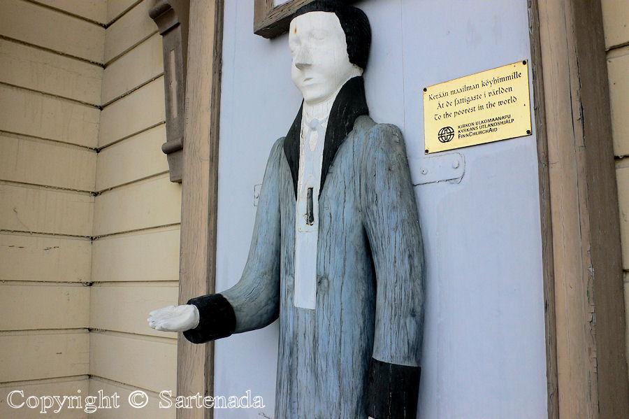 Peräseinäjoki - Poor man-statues / Estatuas de pobre hombre / Statues de Pauvre Homme