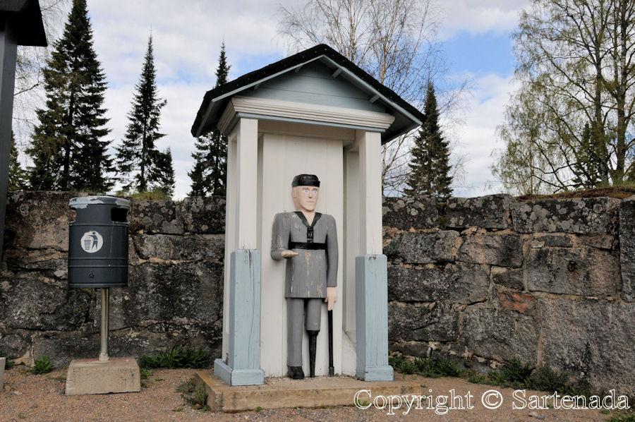 Ruovesi - Poor-man statues / Estatuas de pobre hombre / Statues de Pauvre Homme