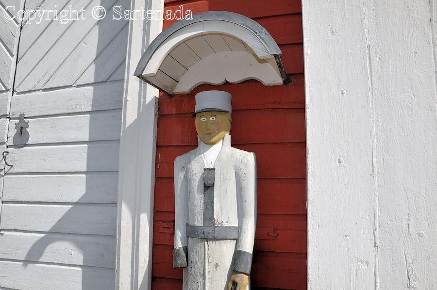 Ullava - Poor man-statues / Estatuas de pobre hombre / Statues de Pauvre Homme