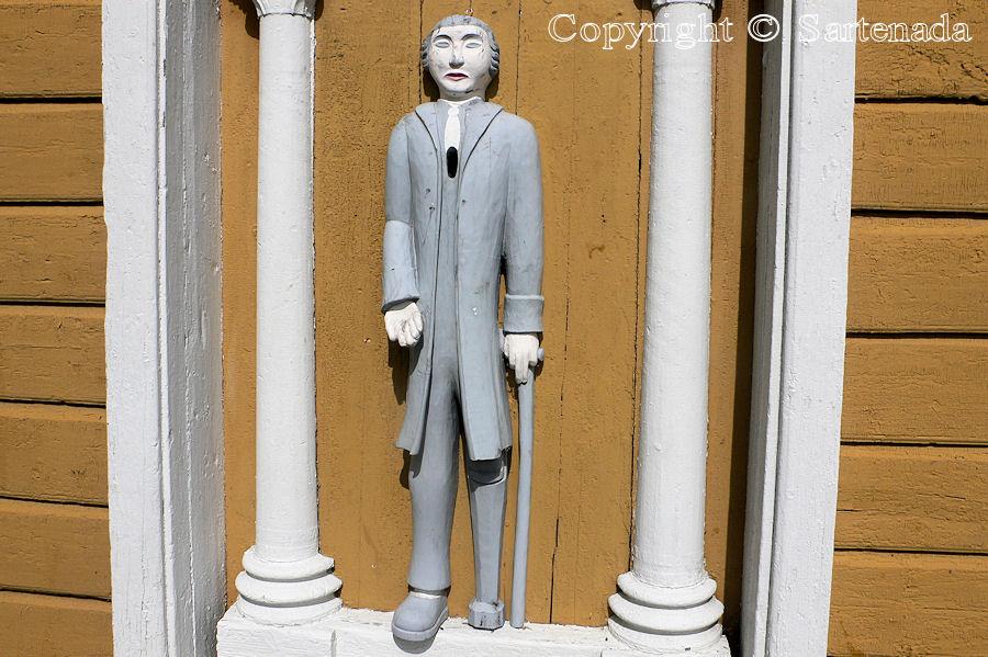 Vähäkyrö -Poor man-statues / Estatuas de pobre hombre / Statues de Pauvre Homme