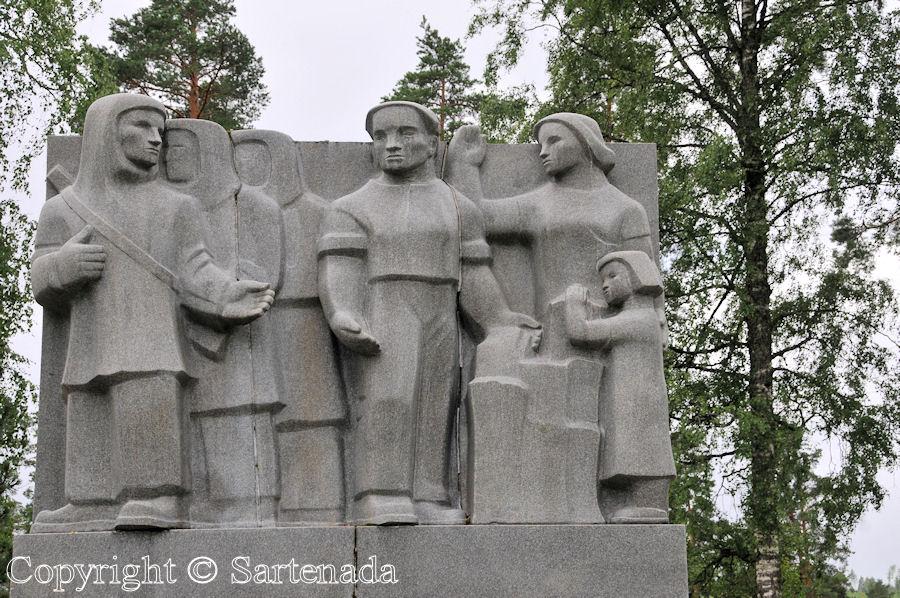 Viitasaari - Poor man-statues / Estatuas de pobre hombre / Statues de Pauvre Homme