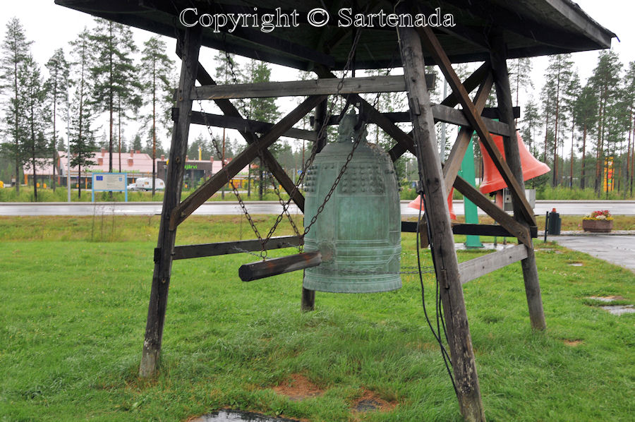 Bronze bells / Campanas de bronce / Cloches en bronze